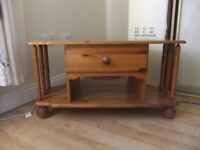 PINE CORNER TV STAND HAS 1 DRAWER & SPACE UNDERNEATH FOR A DVD / SKY BOX ,GOOD CONDITION £18