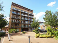 Fantastic canal-side 2 bed apartment with Balcony