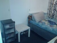 Spacious room to rent Grays £90pw bills included!