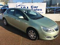 VAUXHALL ASTRA 1.6 EXCLUSIV 5d AUTO 113 BHP A GREAT EXAMPLE INSIDE AND OUT (green) 2011