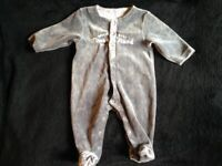 TIMBERLAND BABYGRO FOR 1 MONTH OLD BABY IN GREY. SUPER CUTE.