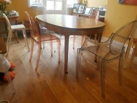 Dining table for 4-6 people
