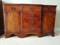 Mahogony effect sideboard with 6 x drawers and 2 x side cupboards with keys. Good condition.
