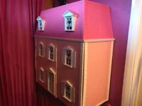 Large hello kitty dolls house complete with furniture and accessories