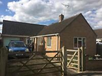 3 bed bungalow, Lakeside, Fairford, GL7 4DN (3 bed)
