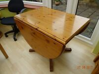 Pine dining table + 4 chairs in Good condition offering 3 table sizes