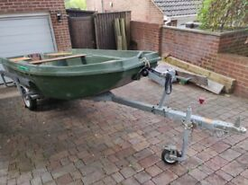 JEANNEAU - Aquapeche Rigiflex 400 fishing boat with 6 HP Honda Outboard engine and Road Trailer