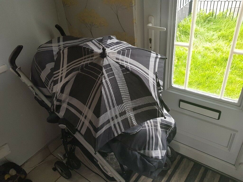 Mamas and Papas pram comes with footmuff, pramliner, parasol and car seat. Suitable from newborn