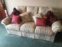 321 Suite of Furniture in excellent condition