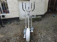Cross trainer exercise machine
