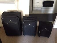 Set of 3 Delsey suitcases