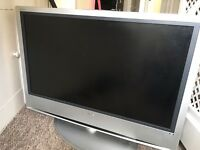 40 inch screen Sony Bravia LCD TV - £80