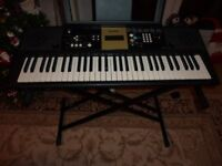 Yamaha YPT220 Digital Keyboard with Stand in Excellent Condition