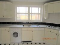 3 bedroom flat in Lisle Close, Tooting Broadway SW17