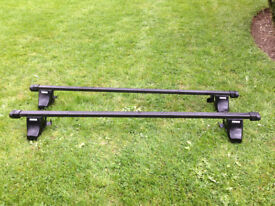 Thule 761 universal roof bars with Thule 750 (754) foot pack