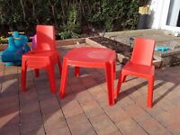 Kids outdoor table and 4 chairs