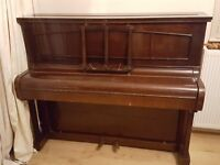 Upright piano suitable for beginner