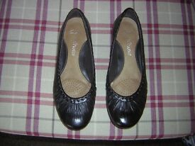 Pair of Ladies Black Leather Size 3 Clarks Shoes.