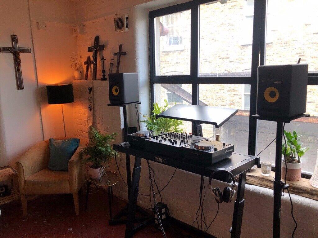 Wonderlijk FULL DJ SET UP! PIONEER CDJS & MIXER, KRK MONITOR IX-32