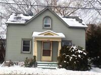 ATTN STUDENTS: GREAT 4 BD! SPACIOUS ROOMS! 278 Division St