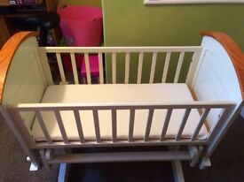Gliding baby crib