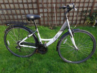 ladies hybrid aluminium bike, basket, new lights, v,g,c ready to ride can deliver d-lock available