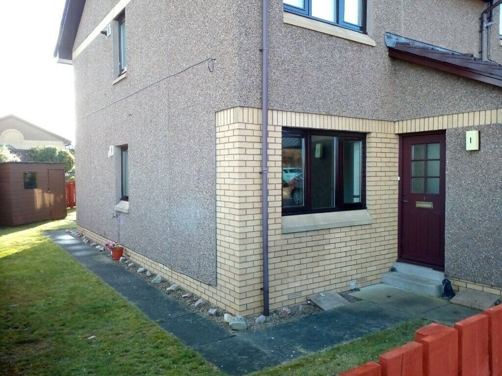 1 Bedroom ground floor flat with garden and shed in a well
