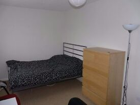 Double room to let close to Cabot Circus