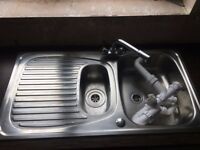 KITCHEN SINK STAINLESS STEEL 1.5 BOWL 980 X 510MM Used NB: Tap and waste kit not provided