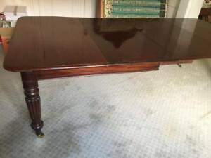 Antique Mahogany extendable dining table C1880