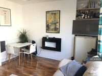 3 bedroom flat in Buxton House, London, SW11 (3 bed) (#1106701)