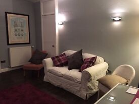 Large 3 Bed flat in excellent location for town/leith