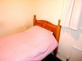 Small Single Room in Spacious shared house St.Ives High Speed Wifi Inc.