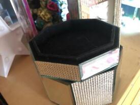 Mirrored jewellery box