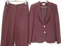 Ladies Light-weight TROUSER SUIT in aubergine, by AUSTIN REED. Size 12.