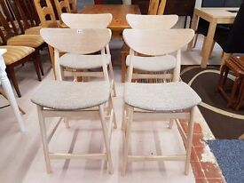 Excellent condition lovely set of 4 matching kitchen bar stools