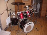 Drum kit suitable for someone starting in rock music. 6 drums. 5 cymbals