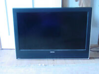 "Toshiba LCD colour TV 32"" with wall bracket"