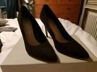 Carvela Kurt Geiger court shoes - Size 6 UK