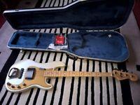 FENDER Deluxe Active Hybrid Precision / Jazz Bass Guitar + Hard Case