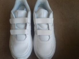 New mens/boys new balance trainers size 6