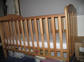 MAMAS & PAPAS COT BED VERY GOOD CONDITION + TRAVEL COT EXTRA