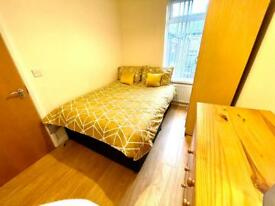 PRISTINE DOUBLE ROOM LOWER ORMEAU ROAD!!