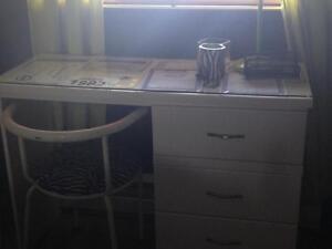bureau blanc avec chaise VENTE RAPIDE