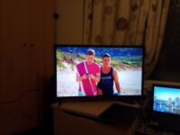 LG 32LJ510U 32 inch LED TV with Freeview HD (2017 Model) - like New