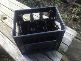 Black Plastic Wine Crate + 12 Brown Glass Wine/Beer Bottles (750ml) for Home Brew [inclusive]