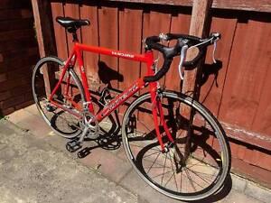 "Carrera Vanquish 22"" Aluminium Road Bike Endeavour Hills Casey Area Preview"