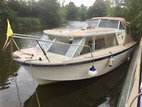 Boat, River or Canal Cruiser : Seamaster 23. 4 berth cabin cruiser. Inboard diesel engine.