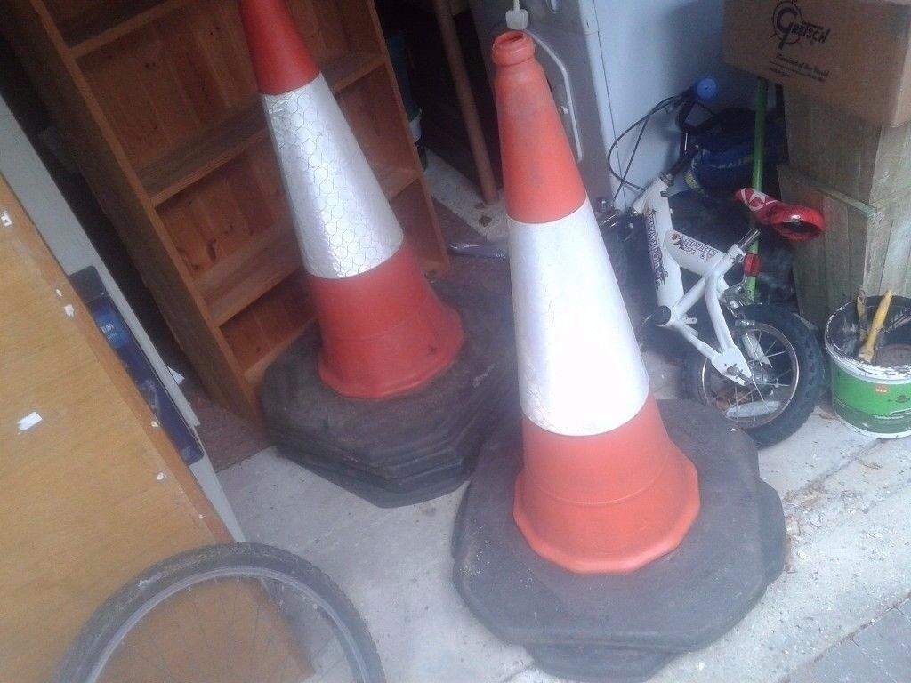 JOBLOT OF HIGHWAYMAN BUILDERS BUILDING TRAFFIC WORK CONES X 6. LARGE XL,1000MM /3 FT TALL