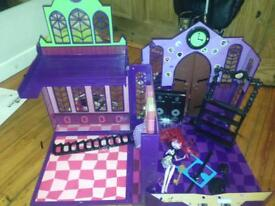 Monsters High School House - Dolls Play Set